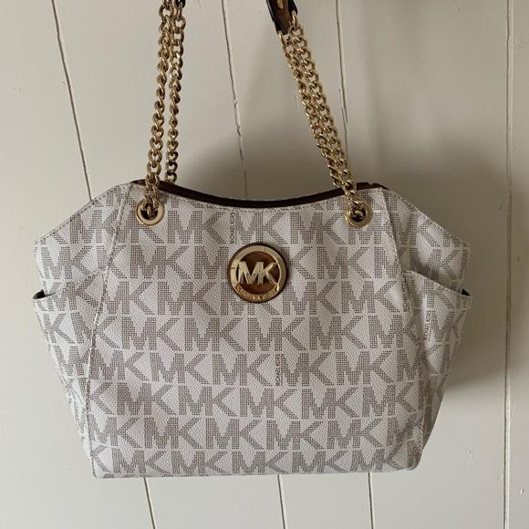 Michael Kors Handbags - Women's Michael Kors purse